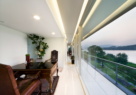 Riverside house in seoul by korean architect hyunjoon yoo - Mansions in south korea ...